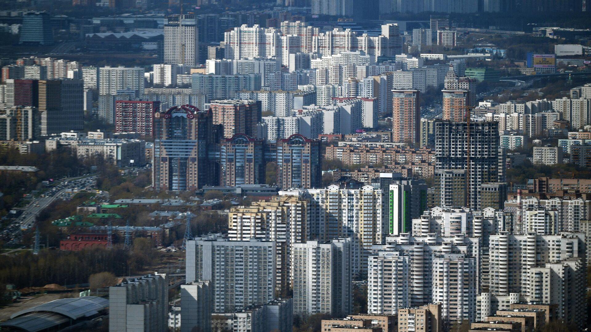 В Москве два человека пострадали от ураганного ветра