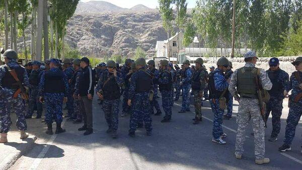 Кыргызские военнослужащие в приграничном селе Ког-Таш в Баткенской области