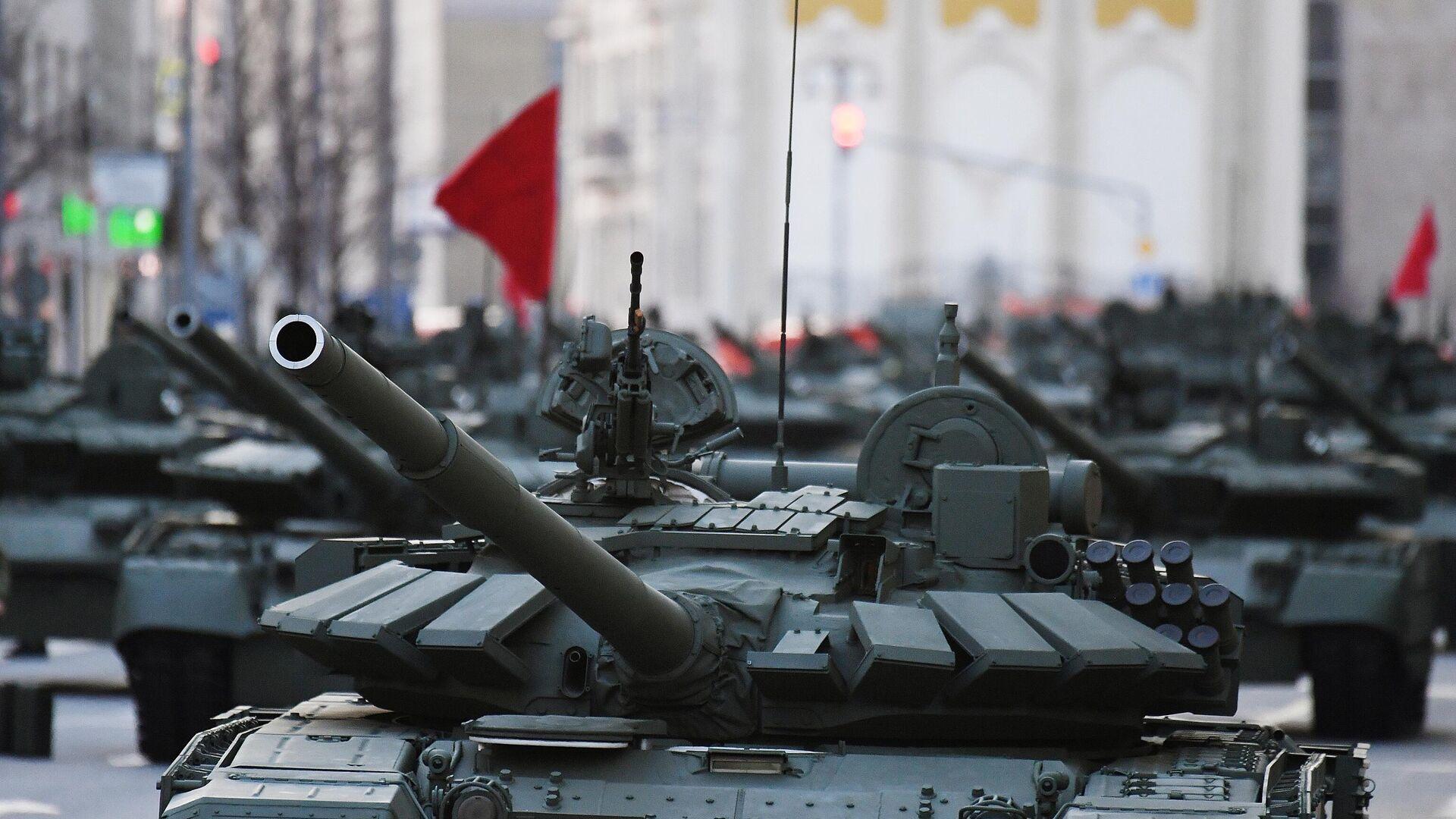 Танк Т-72Б3 на репетиции парада к 76-й годовщине Победы в Великой Отечественной войне - РИА Новости, 1920, 16.05.2021