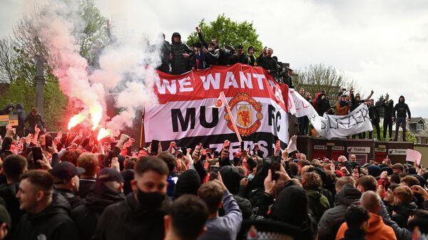 Акция протеста болельщиков Манчестер Юнайтед возле стадиона Олд Траффорд