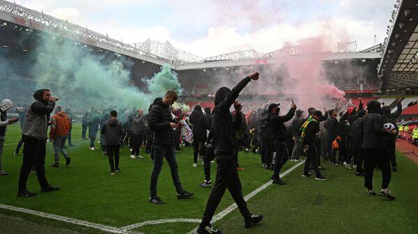 Акция протеста болельщиков Манчестер Юнайтед на стадионе Олд Траффорд