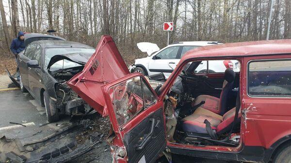 При въезде в Чебоксары произошла авария с участием четырех автомашин