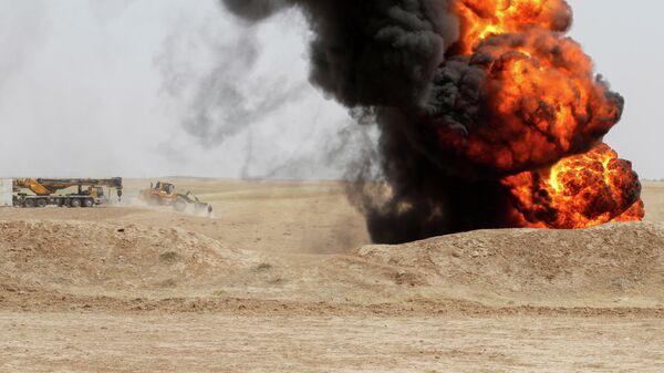 Пожар на нефтяном месторождении Бай-Хасан, которое подверглось нападению боевиков, Ирак
