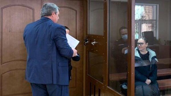 Управляющая отелем Вечный зов Евгения Чумаколенко в зале Пресненского суда, где ей избирают меру пресечения по делу о гибели двух человек при пожаре в гостинице