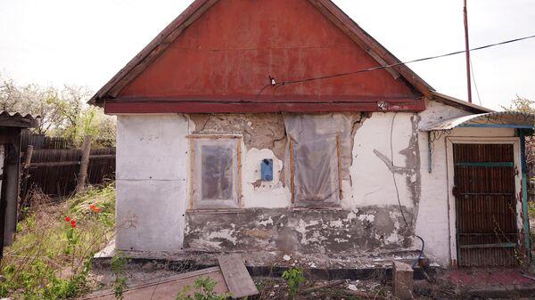 Покинутый дом в населенном пункте Золотое Луганской Народной Республики