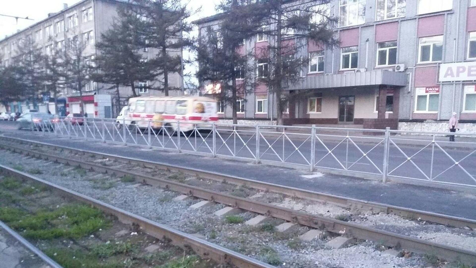 В Кемеровской области житель областного центра обвиняется в смерти мужчины, которого он вытолкнул из трамвая - РИА Новости, 1920, 07.05.2021