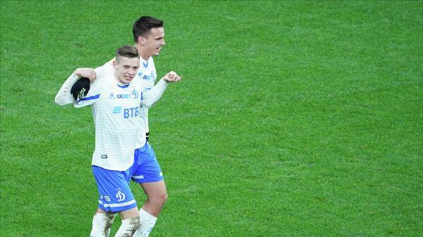 Игроки Динамо Себастьян Шиманьски (на первом плане) и Никола Моро