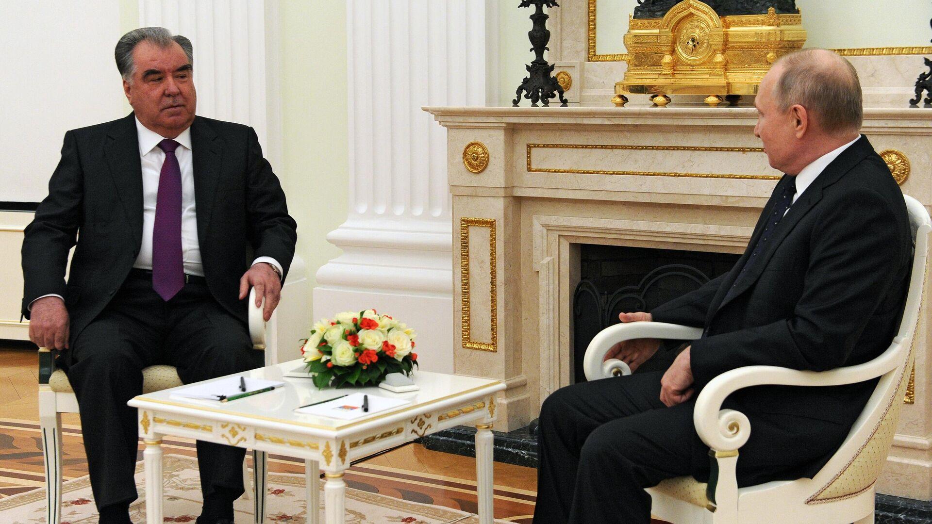 Президент РФ Владимир Путин и президент Таджикистана Эмомали Рахмон во время встречи - РИА Новости, 1920, 19.05.2021