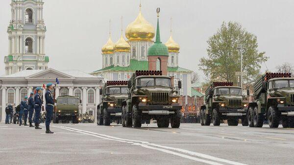 Парад в день 76-й годовщины Победы в Великой Отечественной войне на площади Ленина в городе-герое Туле