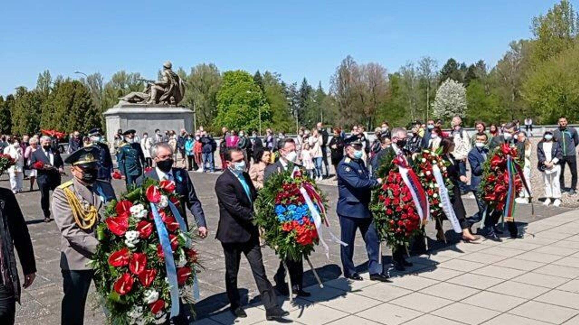Возложение цветов к мемориалу в Варшаве  - РИА Новости, 1920, 09.05.2021
