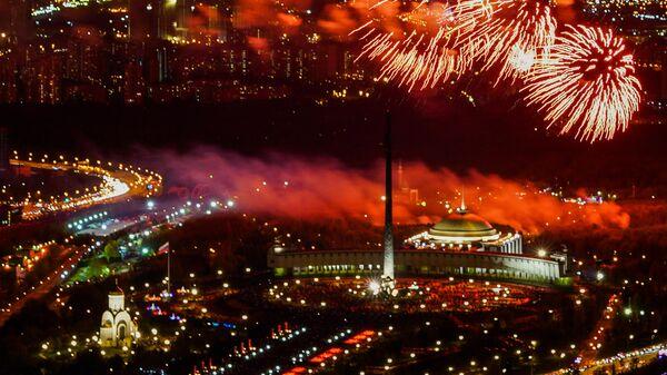 Праздничный салют в честь Дня Победы в Москв