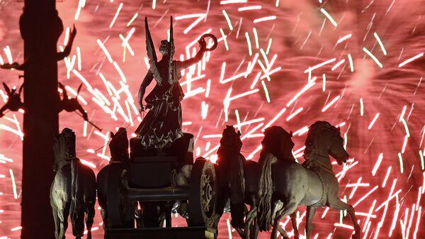 Праздничный салют в честь Дня Победы в Москве