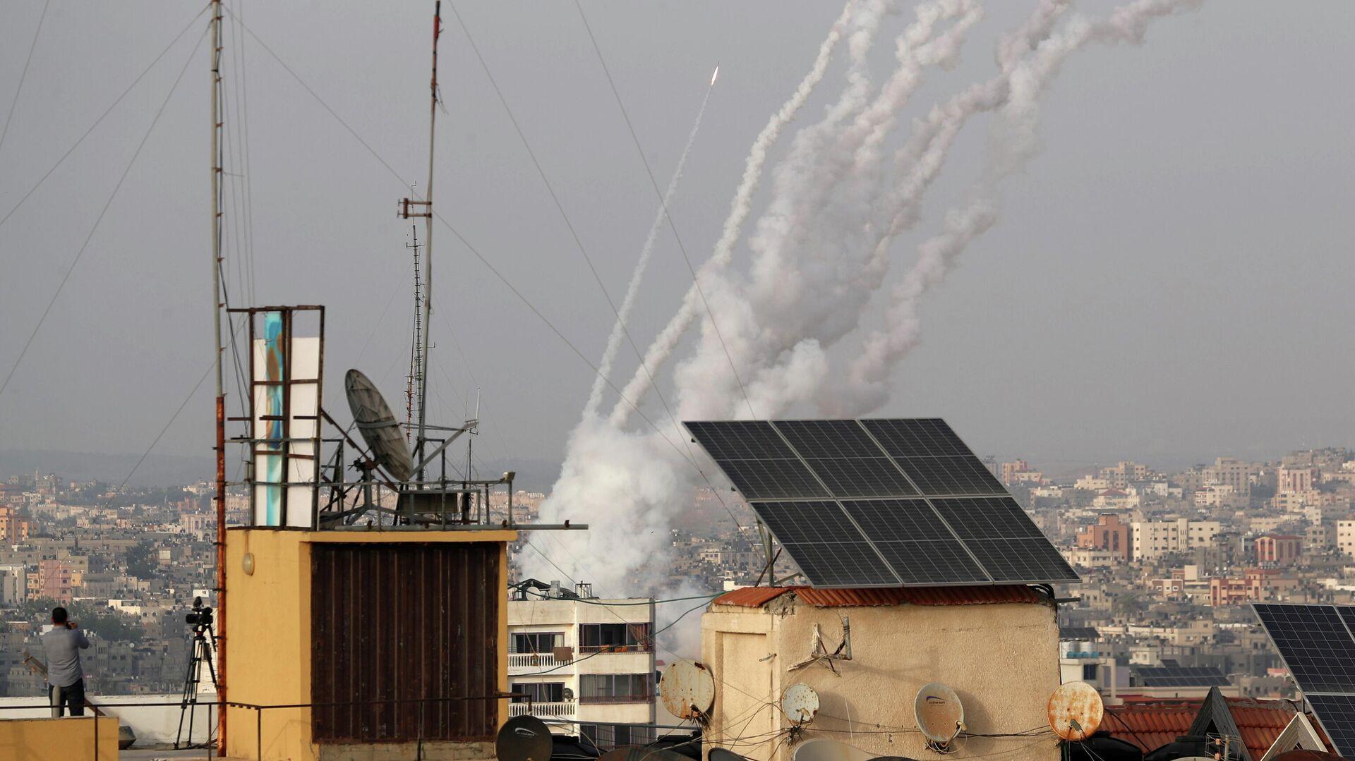 Ракеты запущены палестинскими боевиками по Израилю, в Газе 10 мая 2021 года - РИА Новости, 1920, 11.05.2021