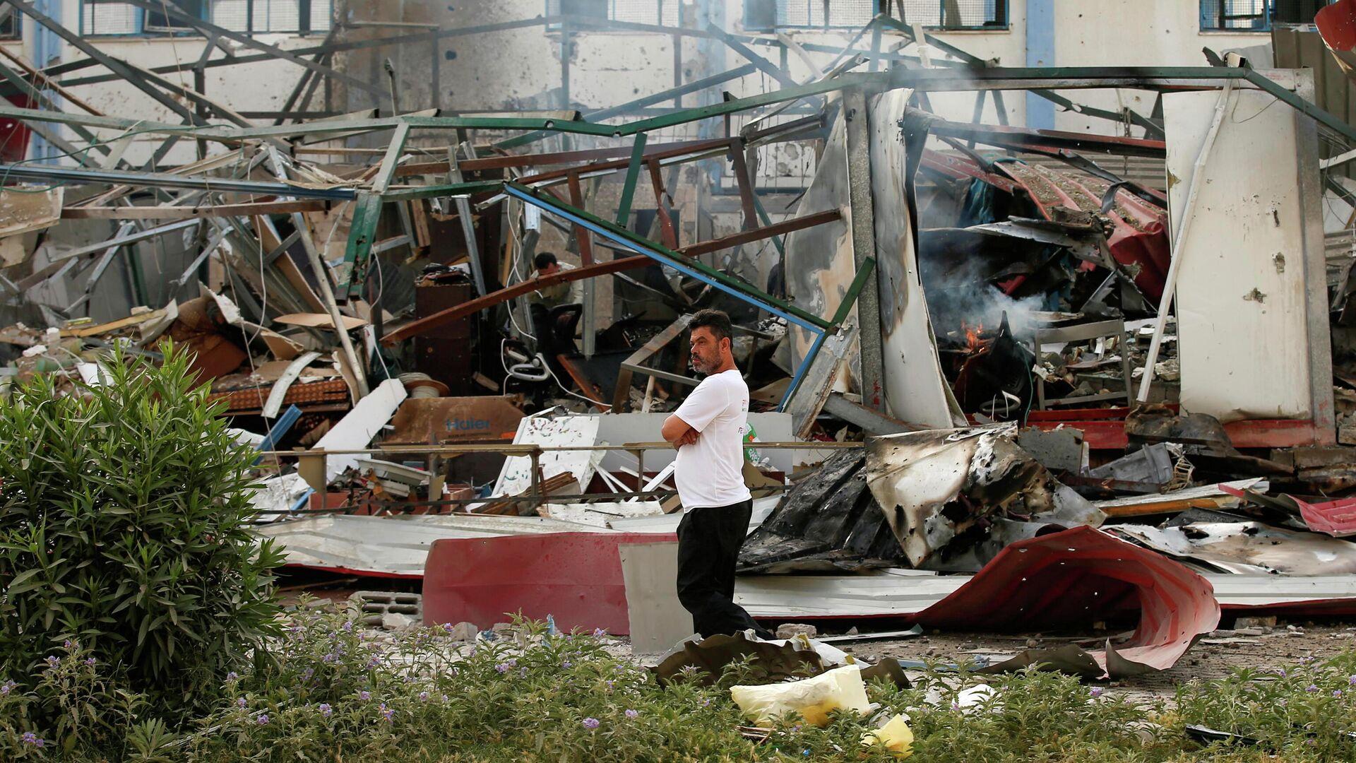 Руины в городе Газа по которому был произведен авиаудар израильской армией  - РИА Новости, 1920, 11.05.2021