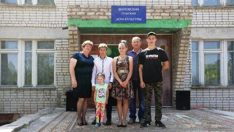 Ольга и Николай Дральновы с детьми и внучкой