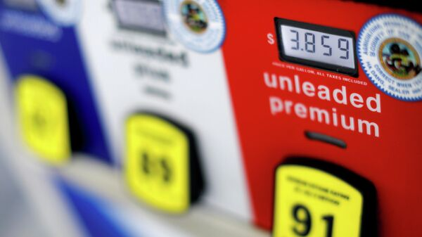Цена на бензин на автозаправке в Сан-Диего, США