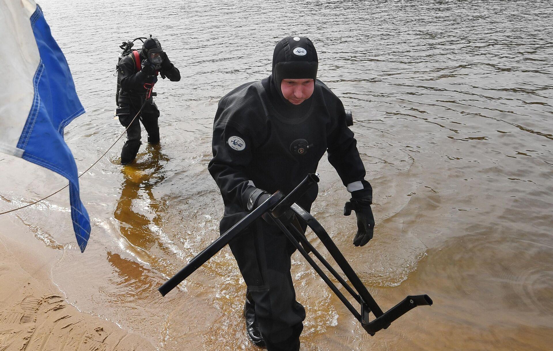 Водолазное обследование пляжа в Серебряном Бору - РИА Новости, 1920, 12.05.2021