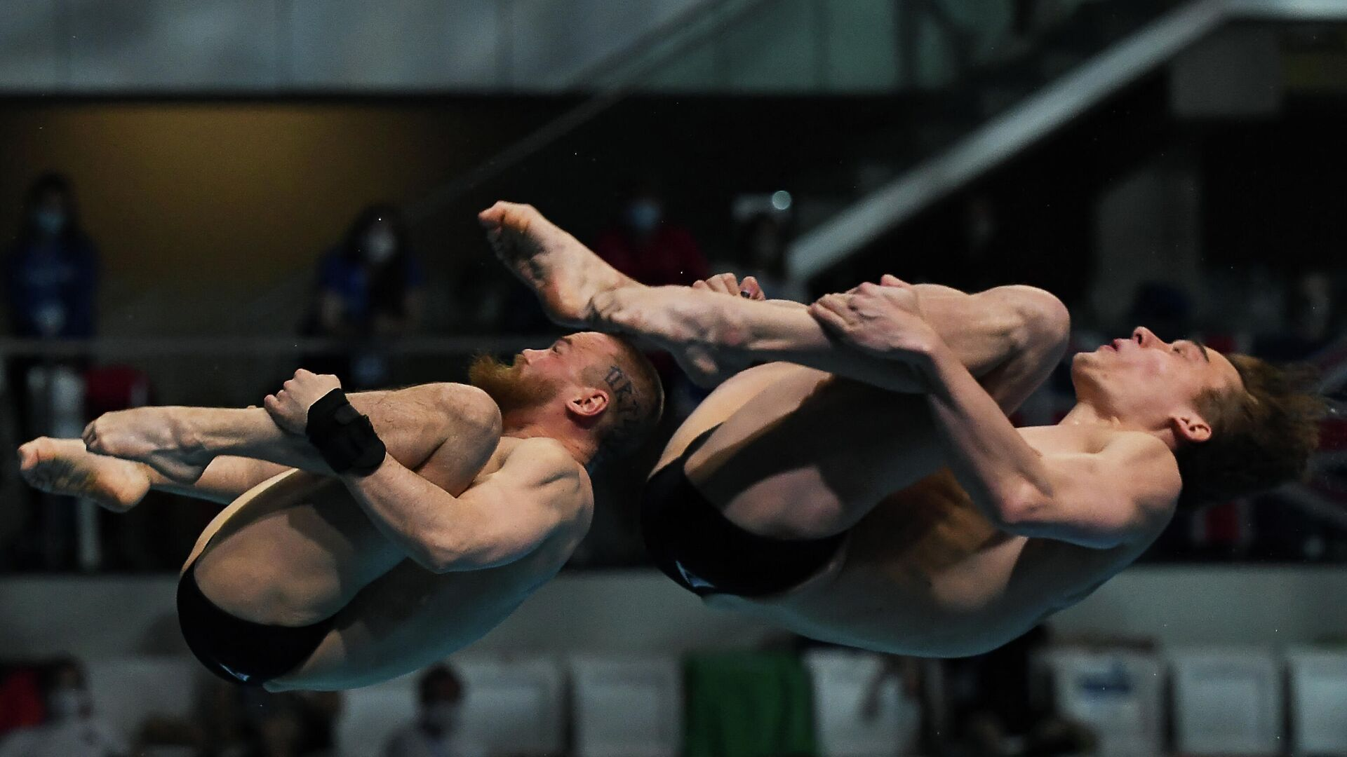 Russia's Nikita Shleikher (R) and Russia's Evgenii Kuznetsov compete in the Men's Synchronised 3m Springboard Diving event during the LEN European Aquatics Championships at the Duna Arena in Budapest on May 13, 2021. (Photo by Attila KISBENEDEK / AFP) - РИА Новости, 1920, 13.05.2021