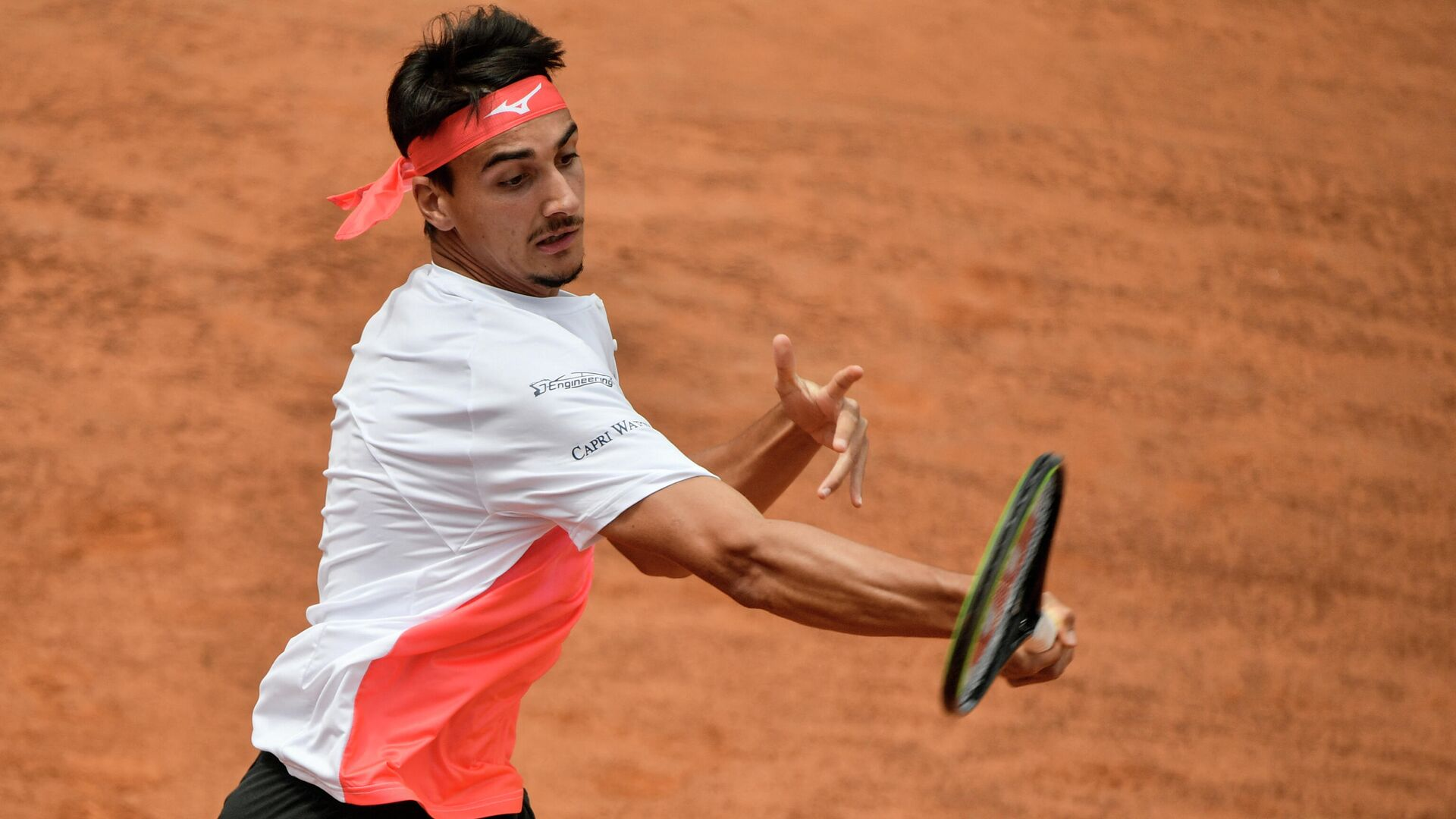Italy's Lorenzo Sonego returns a forehand to France's Gael Monfils during their first round match of the Men's Italian Open at Foro Italico on May 11, 2021 in Rome, Italy. (Photo by Filippo MONTEFORTE / AFP) - РИА Новости, 1920, 14.05.2021