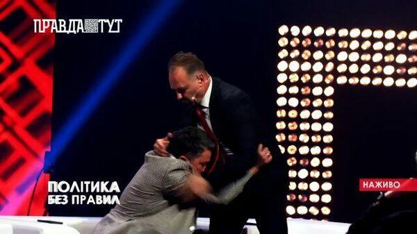 Кадры драки депутата Верховной Рады на телешоу ПравдаТут