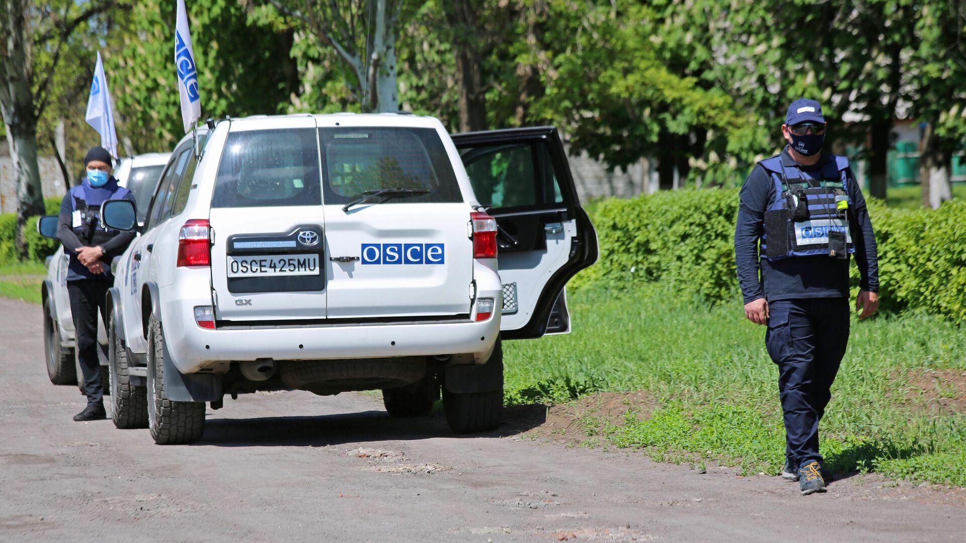 Представители мониторинговой миссии ОБСЕ прибыли на место обстрела в Петровском районе Донецка - РИА Новости, 1920, 05.07.2021