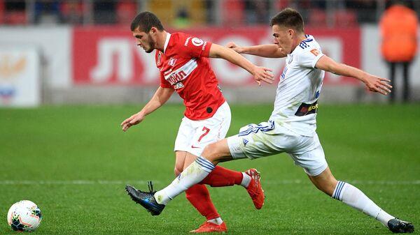 Футболист Спартака Аяз Гулиев (слева) и Оренбурга Тимур Аюпов