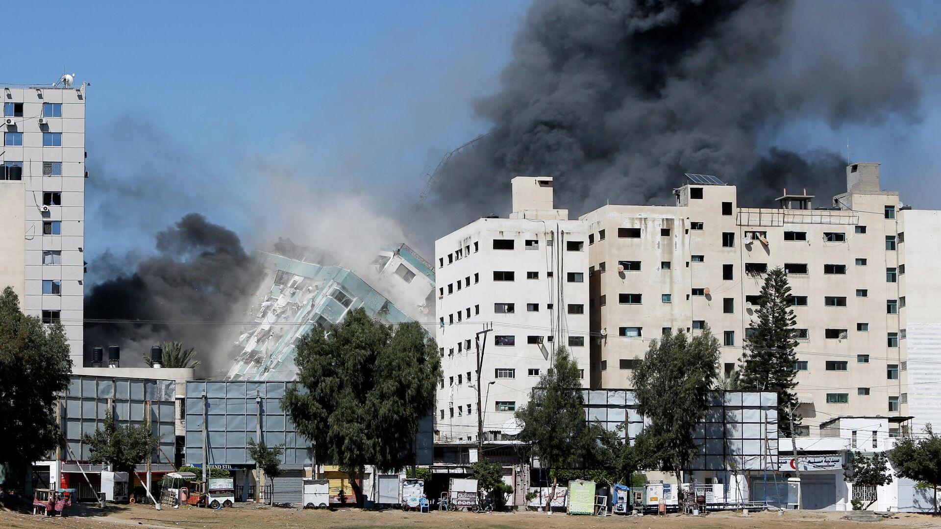 Обрушение здания в Газе, где располагались офисы международных СМИ  - РИА Новости, 1920, 15.05.2021