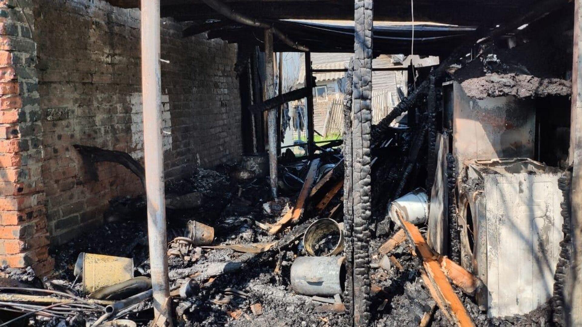 На месте пожара в дачном доме садового товарищества Союз в Сарове  - РИА Новости, 1920, 17.05.2021