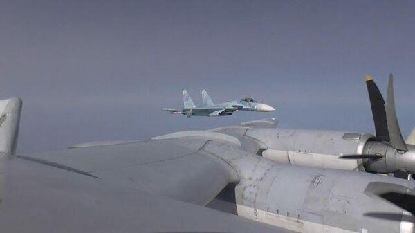 Полет двух российских бомбардировщиков Ту-95МС над Черным морем