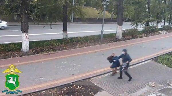 Мужчина ударил женщину кирпичом по голове