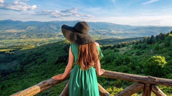Девушка в горах Македонии