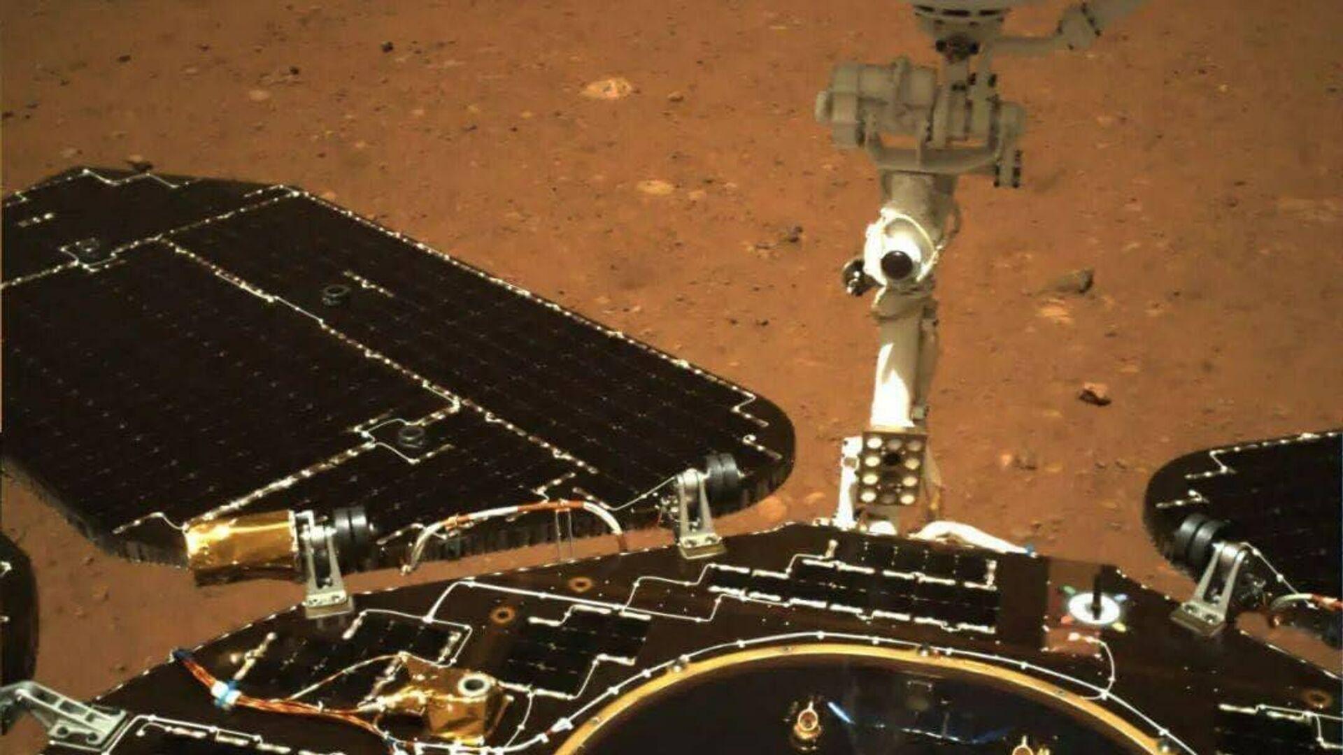 """Китайский аппарат """"Чжужун"""" приступил к исследованиям Марса"""