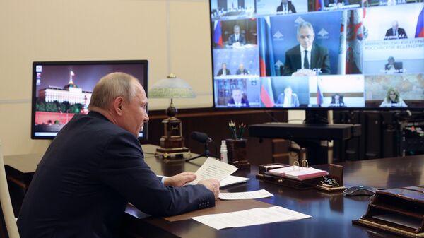 Президент РФ Владимир Путин проводит в режиме видеоконференции 43-е заседание Российского организационного комитета Победа