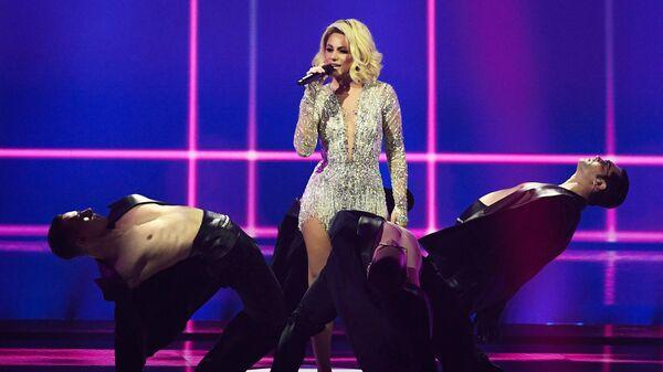 Наталья Гордиенко выступает с песней Sugar