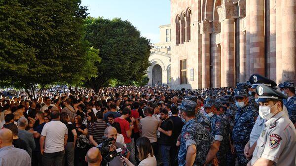 Участники акции протеста в Ереване с требованием опубликовать договор с Азербайджаном