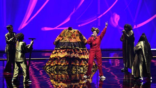 Певица Манижа (Россия) выступает на конкурсе песни Евровидение-2021 в Роттердаме.