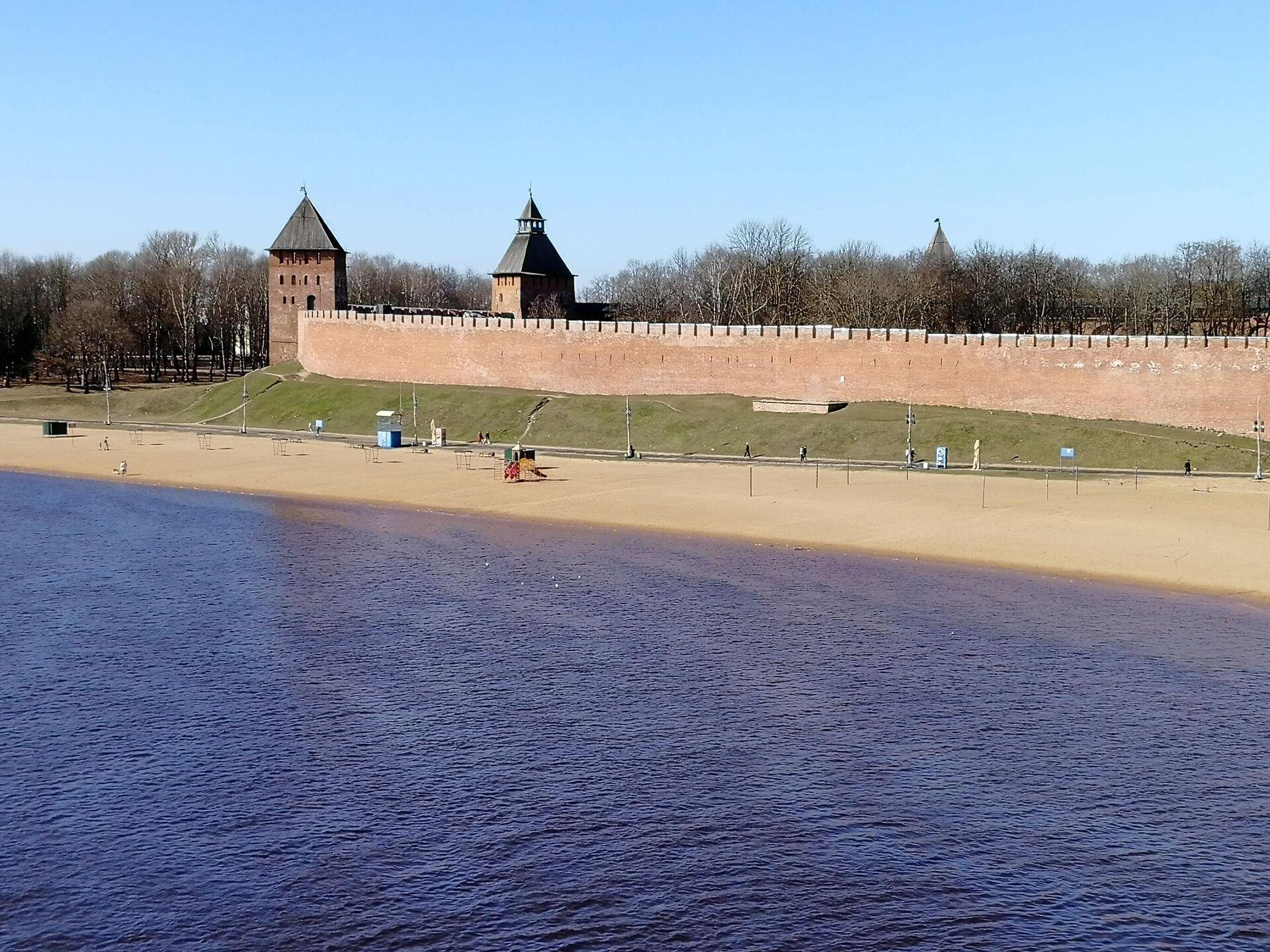 Пляж на реке Волхов в центре Великого Новгорода - РИА Новости, 1920, 24.05.2021