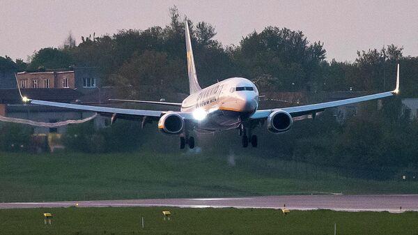 Самолет авиакомпании Ryanair, на котором находился Роман Протасевич, приземляется в аэропорту Вильнюса