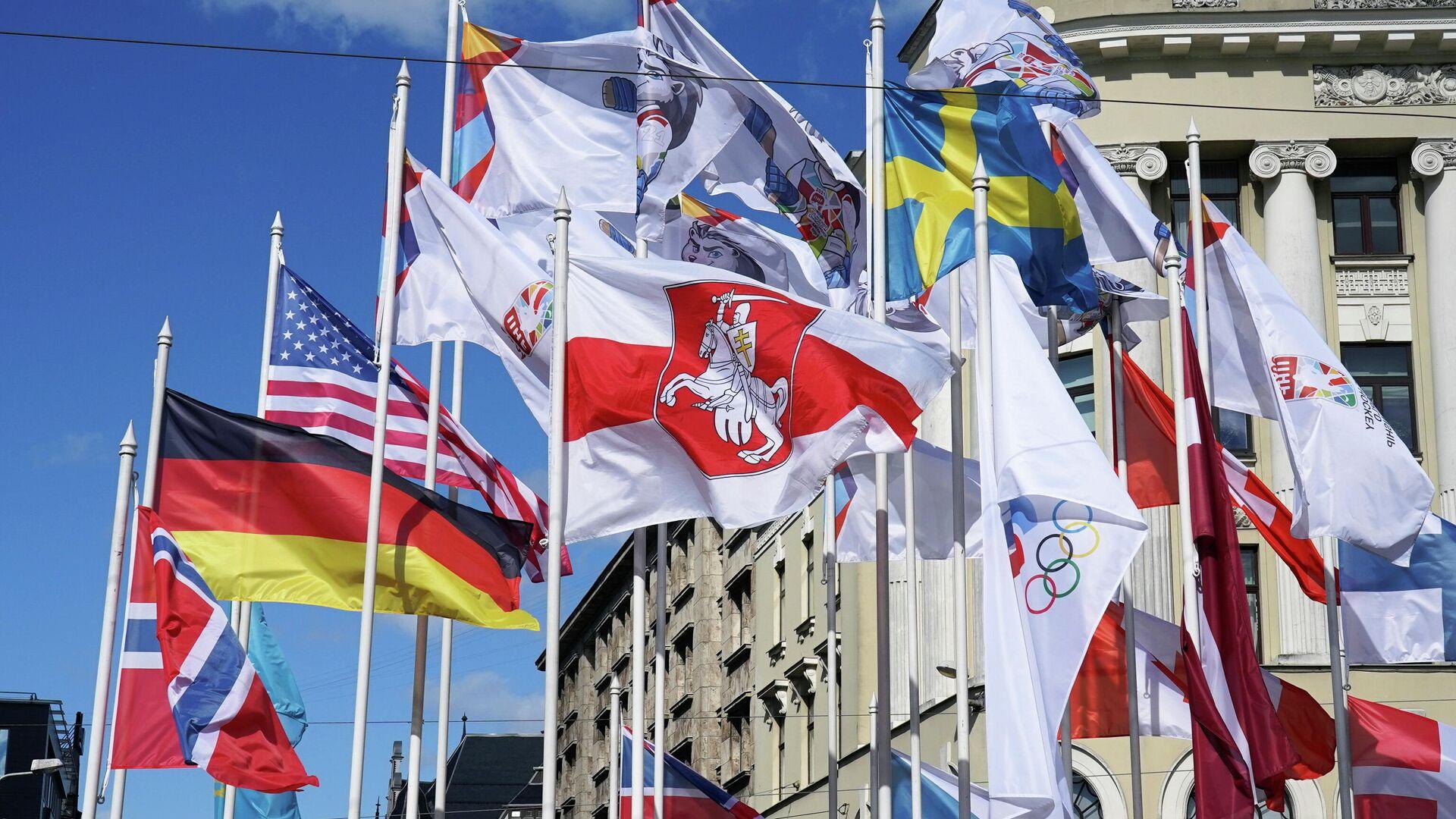 Флаги стран, которые представляют команды на Чемпионате мира по хоккею в Риге - РИА Новости, 1920, 24.05.2021