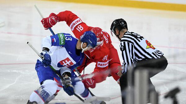 Игровой момент матча чемпионата мира по хоккею Словакия - Россия