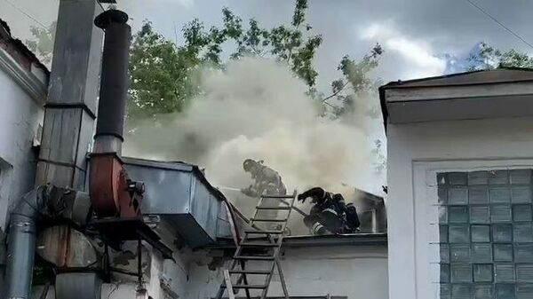Пожар в нежилом здании на Серебрянической набережной