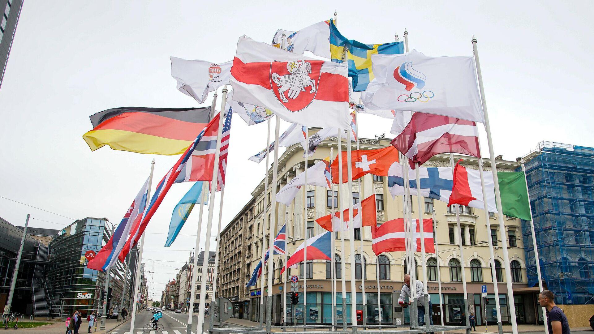 Флаги стран-участниц Чемпионата мира по хоккею 2021 в Риге - РИА Новости, 1920, 26.05.2021