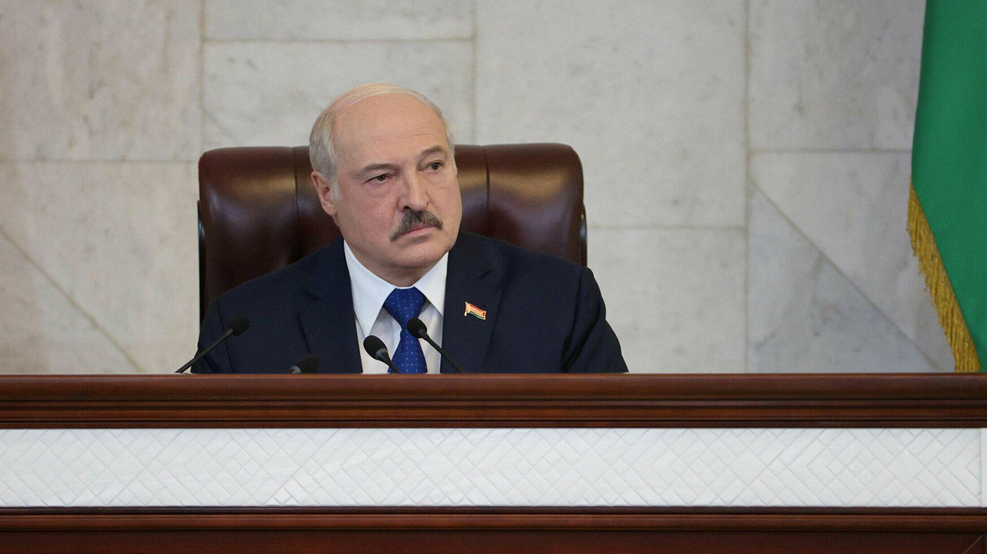 Президент Лукашенко предупредил бизнесменов об ответственности за зарплаты в конвертах
