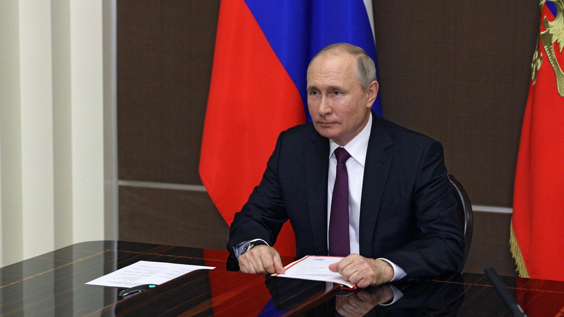 Президент РФ Владимир Путин проводит оперативное совещание с постоянными членами Совета безопасности РФ в режиме видеоконференции - РИА Новости, 1920, 14.06.2021