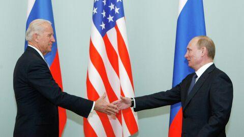 Владимир Путин и Джо Байден во время встречи в 2011 году