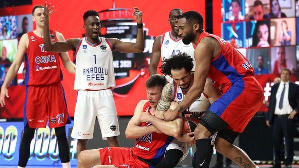 Игровой момент в матче 1/2 финала мужской баскетбольной Евролиги сезона 2020/2021 между БК ЦСКА (Россия, Москва) и БК Анадолу Эфес (Турция, Стамбул).