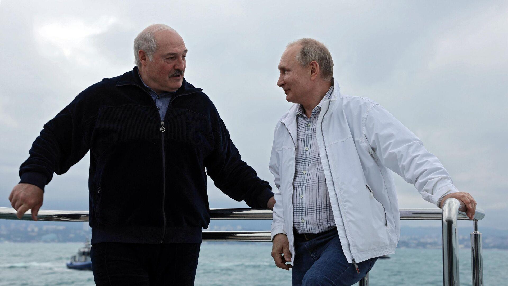 Президент РФ Владимир Путин и президент Белоруссии Александр Лукашенко во время морской прогулки - РИА Новости, 1920, 29.05.2021