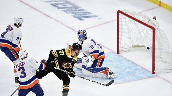 Игровой момент матча НХЛ Нью-Йорк Айлендерс - Бостон Брюинз