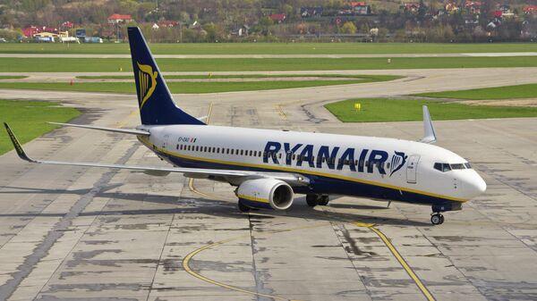 Самолет авиакомпании Ryanair в аэропорту Кракова, Польша