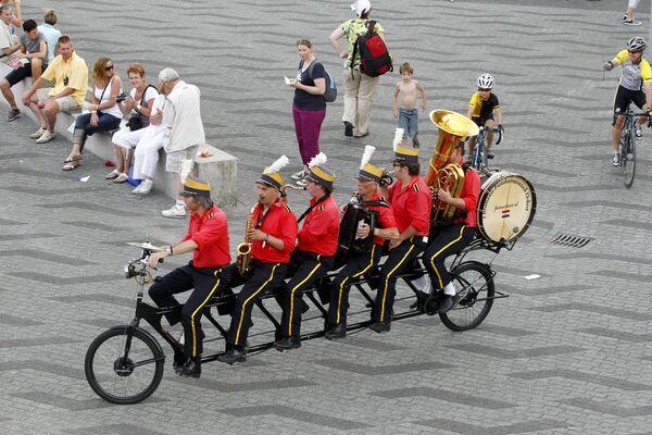 Музыканты на велосипеде в центре Роттердама